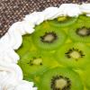 Gyümölcstorta kivivel és vaníliakrémmel