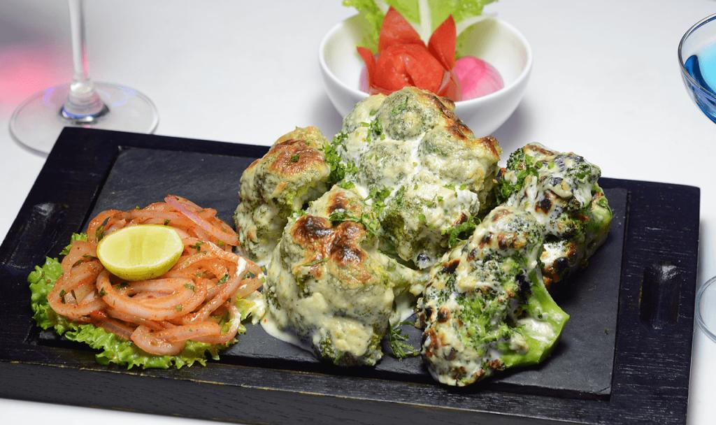 Sajtos-tejfölös brokkoli besütve